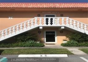 351 19th Pl, Wilton Manors, Florida 33305, 2 Bedrooms Bedrooms, ,2 BathroomsBathrooms,Residential,For Sale,19th Pl,F10257207