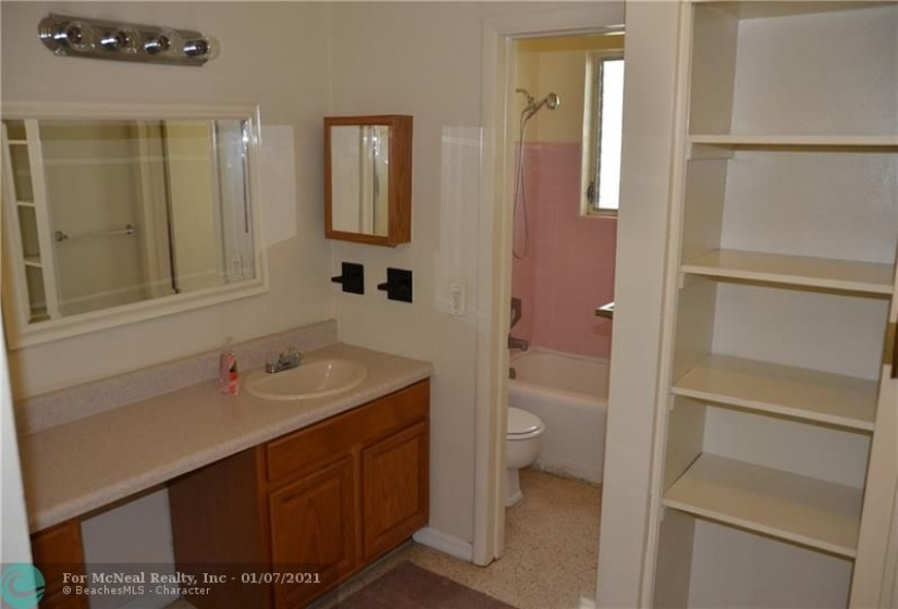 1911 8th Ct, Fort Lauderdale, Florida 33304, 1 Bedroom Bedrooms, ,1 BathroomBathrooms,Rental,For Rent,8th Ct,F10264916